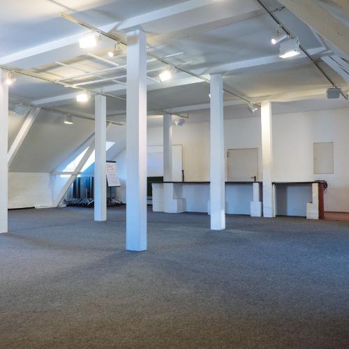 Studio, Mannschaftshaus