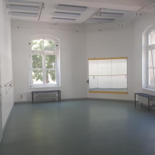Theaterproberaum, Mannschaftshaus