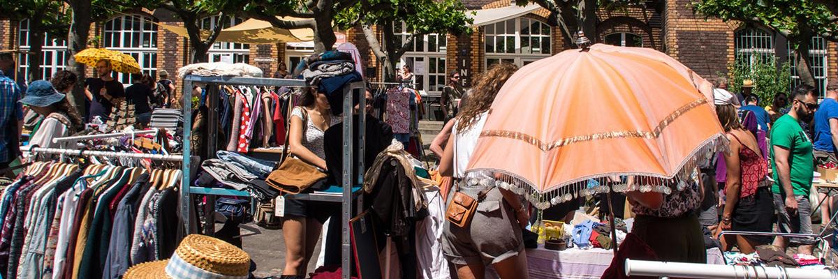 Flohmarkt im autofreien Innenhof
